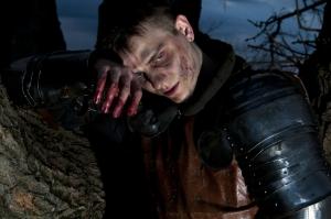 Ritter mit blutverschmierter Hand
