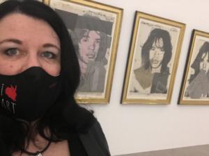 In der Warhol-Ausstellung mit Nasen-Mund-Schutz